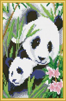 Алмазная мозаика Семья панд, 22х32 см